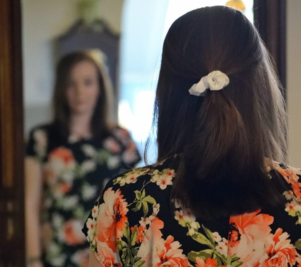 Drei einfache Frisuren für Mamas, hairlichkeiten, trend hair, bad hair day, mama-frisuren Foto von unsplash - drei einfache Frisuren für Mamas am bad Hair day