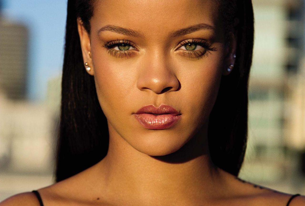 Rihanna dreieckiges Gesicht / Herzform